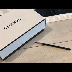 Chanel #14 eye contour brush